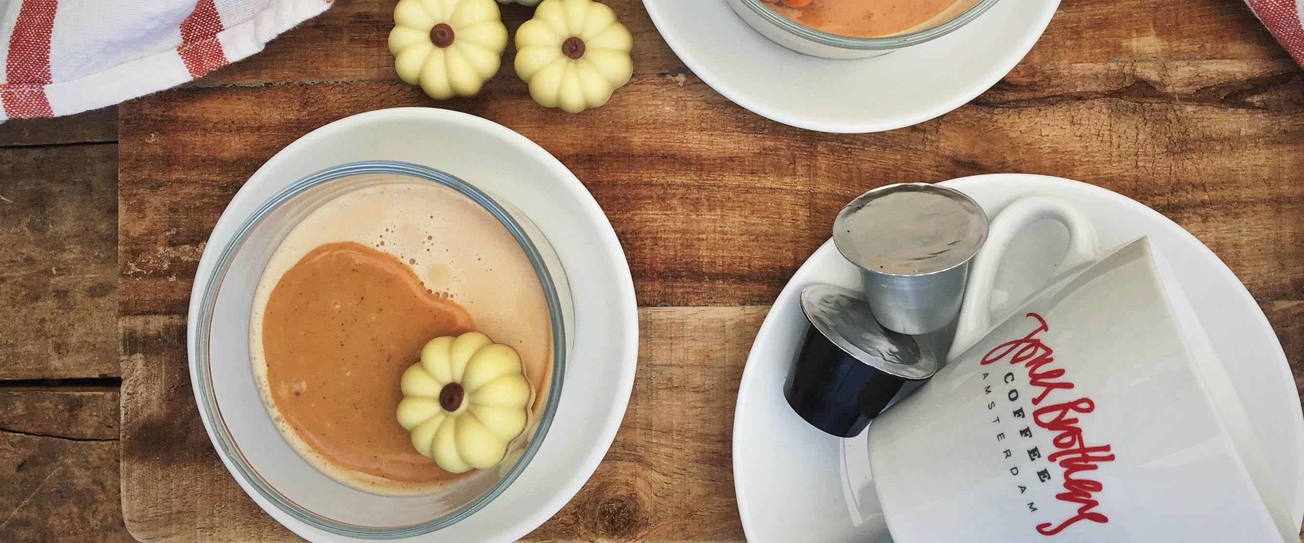Cappuccino-panna-cotta-met-pumpkin-spice-karamel1