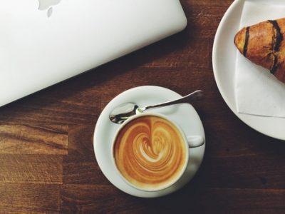 coffee-laptop-croissant